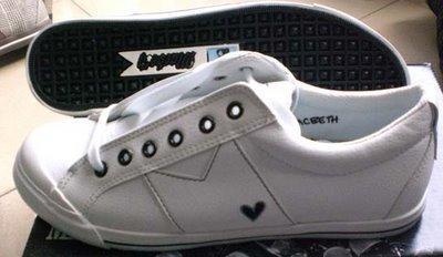 Sepatu Baru untuk si Pemetik Daun Singkong