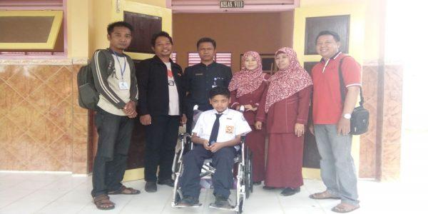 Donasi Kursi Roda Untuk Anwar